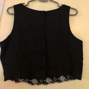 Tops - Cropped black and white blouse